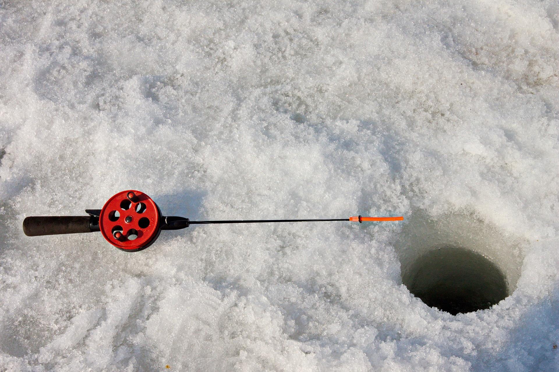 ice fishing 1.jpg