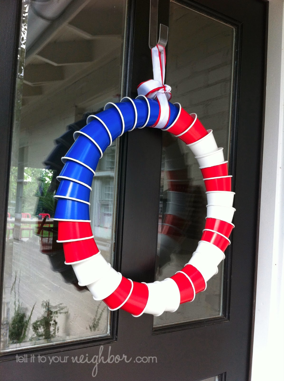 solo-cup-wreath